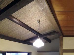 (after)<リビング空間>の勾配屋根。旧広縁の屋根を、飾り母屋とクロスで仕上げました。